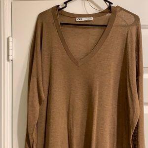 Zara Sweaters - Zara V-neck lightweight tunic sweater.